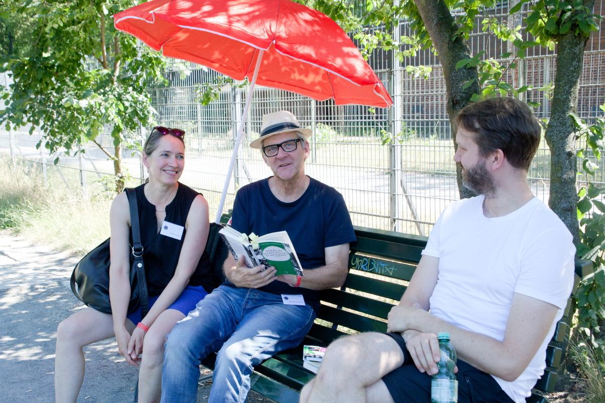 Literatur auf der Parkbank